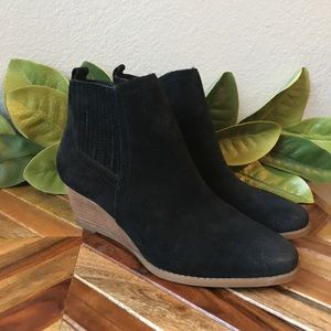 Franco Sarto Wayra Black Suede Ankle Boots Size 8W